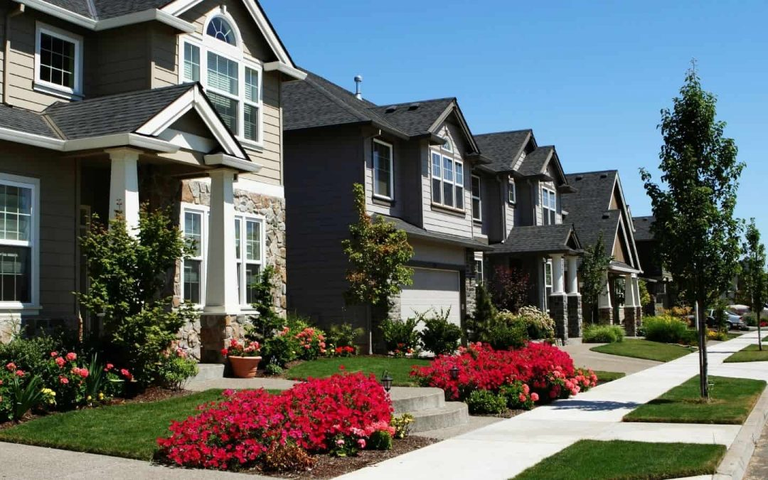 The Pros and Cons of Home Owners Associations (HOAs)